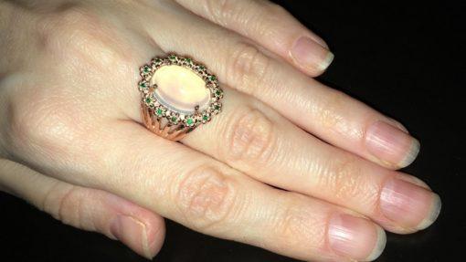 Перстень с крупным опалом