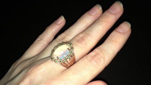 Кольцо с крупным опалом в серебре с позолотой