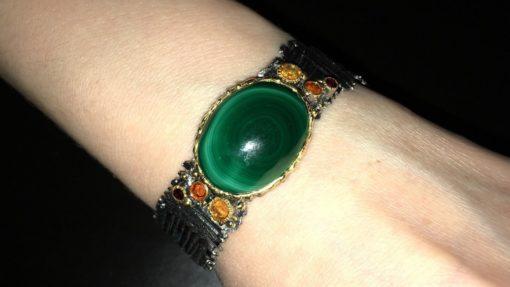 Жёсткий серебряный браслет с малахитом