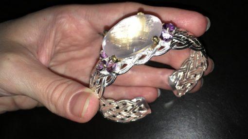 Серебряный браслет-обруч с розовым кварцем