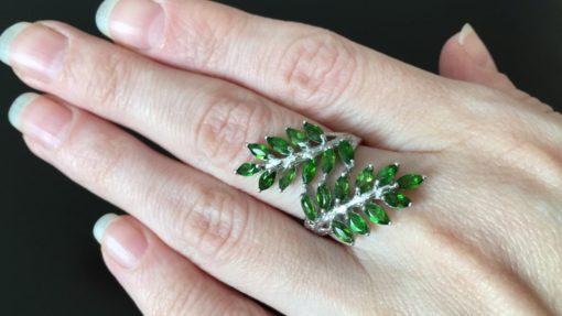 Серебряное кольцо с хромдиопсидами