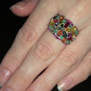 Серебряное кольцо с мультицветными сапфирами