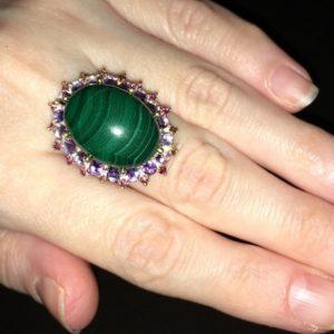 Серебряное кольцо с крупным малахитом