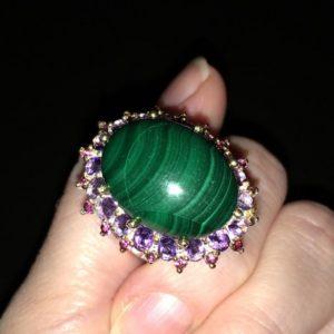 Серебряный перстень с крупным малахитом