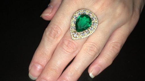 Серебряный перстень с крупным изумрудом