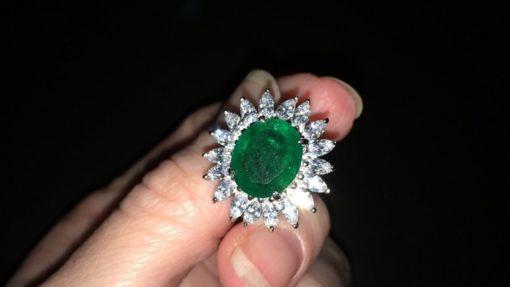 Серебряное кольцо с крупным изумрудом