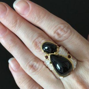 Авангардное серебряное кольцо с чёрной шпинелью