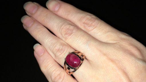 Серебряное кольцо с гладким рубином