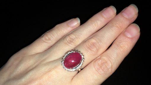 Кольцо с крупным гладким рубином