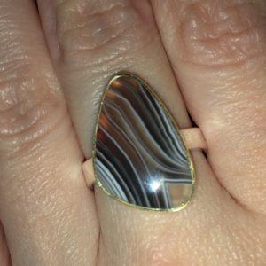 Серебряное кольцо с полосатым агатом