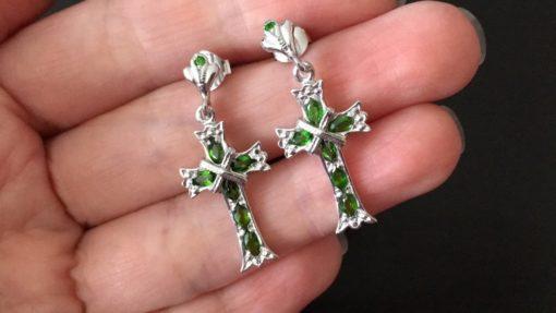 Серебряные серьги-крестики с диопсидами