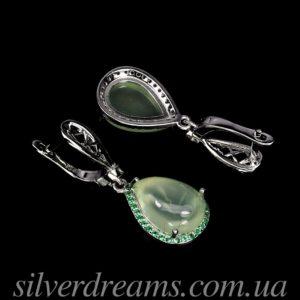 Серебряные серьги с крупным пренитом