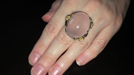 Серебряный перстень с огромным розовым кварцем