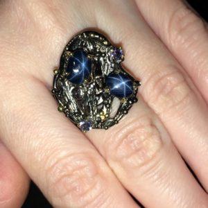 Серебряный перстень со звёздчатыми сапфирами