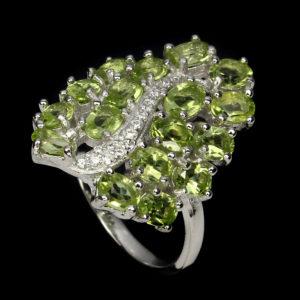Серебряное кольцо с хризолитами