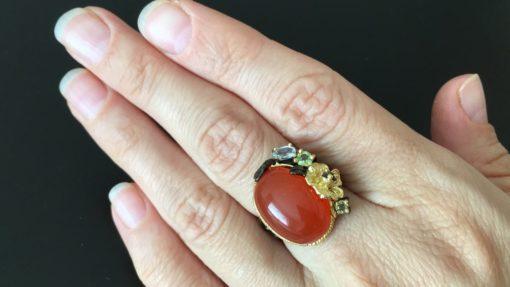 Серебряное кольцо с крупным сердоликом