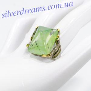 Серебряное кольцо с крупным пренитом