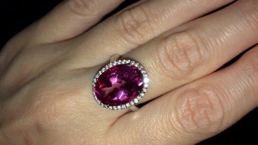 Серебряное кольцо с крупным розовым топазом
