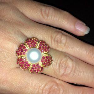 Серебряное кольцо с жемчугом и рубинами