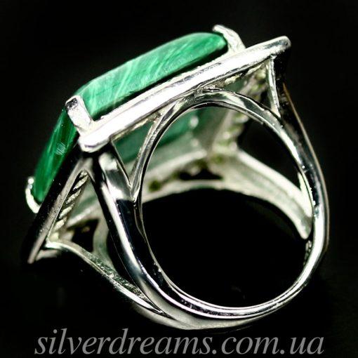 Серебряный перстень с малахитом