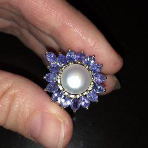 Жемчужно-танзанитовое кольцо в серебре