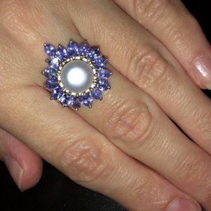 Серебряное кольцо с жемчугом и танзанитами
