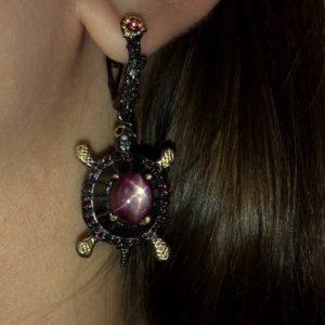 Серебряные серьги Черепашки со звёздчатым рубином