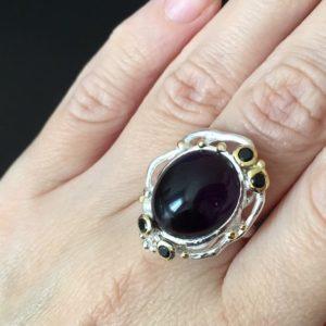 Серебряное кольцо с крупным гладким аметистом