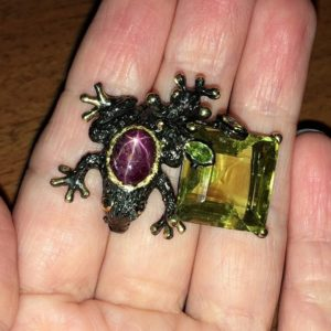 Серебряная брошь Лягушка Звёздчатый рубин & Лимонный кварц