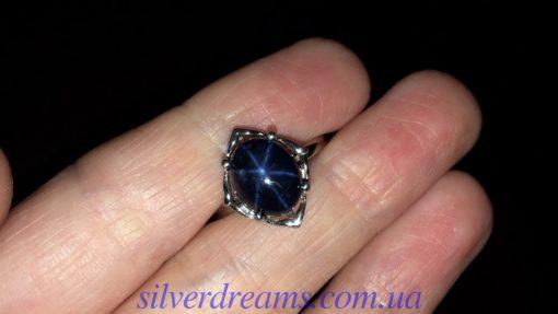 Серебряное кольцо с крупным звёздчатым сапфиром