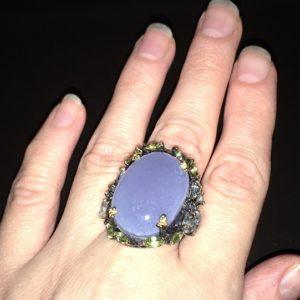 Серебряный перстень с крупным халцедоном