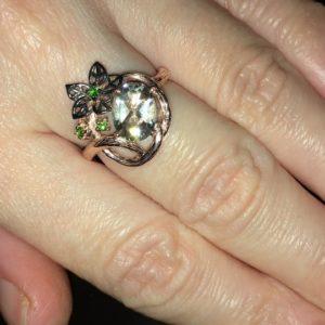 Серебряное кольцо с зелёным аметистом в позолоте