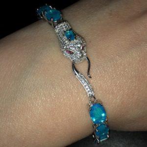 Серебряный браслет Змея с огненно-голубыми опалами