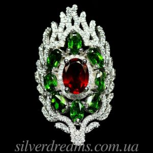 Серебряное кольцо с гранатом и диопсидами